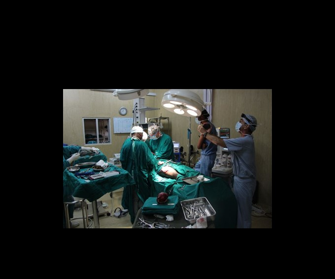 FTF day 2 Aimee, Kofi and Prof. Holger intense surgery